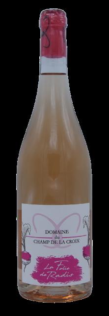 """Le Domaine du champ de la croix est situé à Denicé au Sud du Beaujolais. Ce domaine viticole propose des vins d'exception tel que : """"La folie du Radis"""" Robe rose pâle, nez de fruits rouges frais (cerise, fraise), bouche fruitée et acidulée. Accords mets et vin : apéritif, barbecues, tapas."""